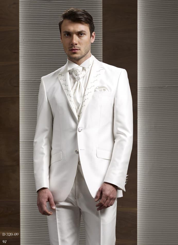 ▶▶Молочно-белый мужской свадебный костюм-тройка с однобортным пиджаком и зауженными брюками ☎ +7 495 724 26 05 ▶▶ Свадебный центр Вега Ⓜ Петровско-Разумовская