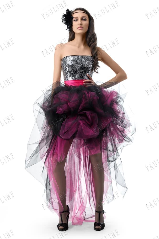 Вечернее платье с корсетом, покрытым пайетками, и пышной юбкой.