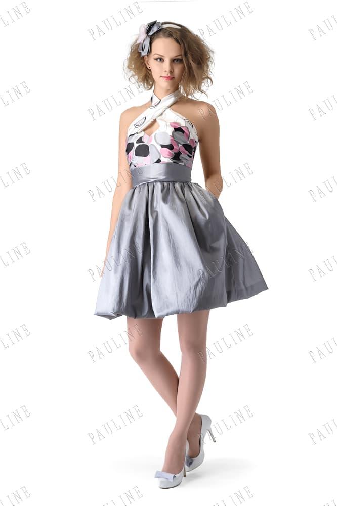 Короткое вечернее платье с серебристой юбкой и лифом с принтом.