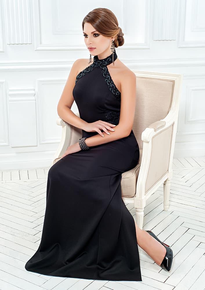 Прямое вечернее платье с украшенным бисером верхом «халтер».