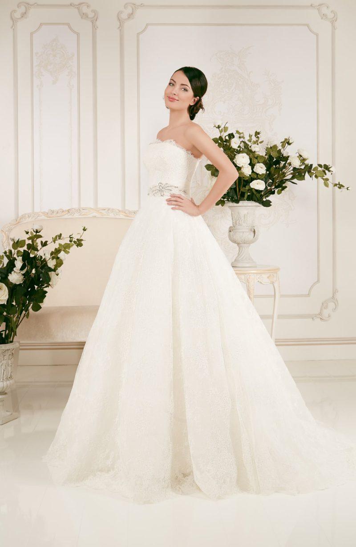 Свадебное платье с лаконичным открытым корсетом, который можно преобразить кружевным болеро.