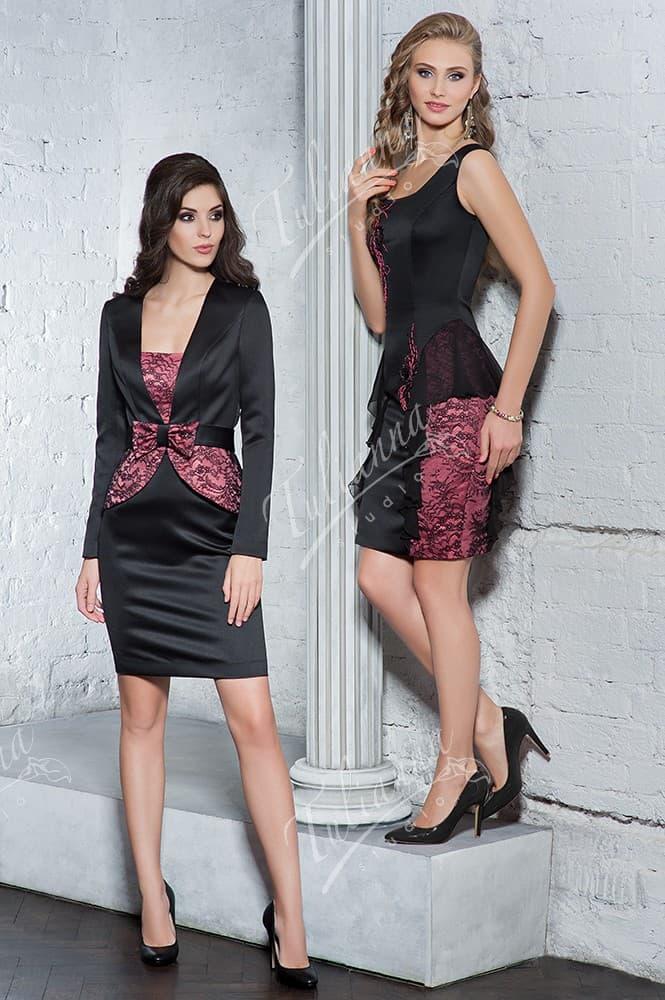 Облегающее платье для торжества из глянцевой черной ткани.