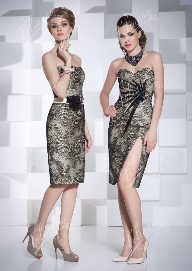 Вечернее платье-футляр с открытым лифом и кружевной отделкой.