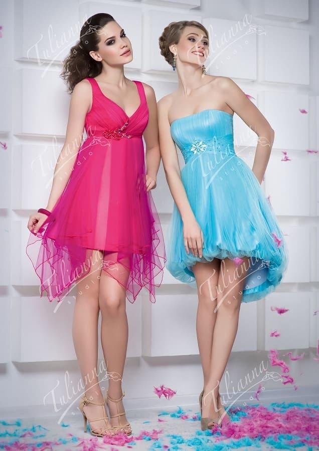 Короткое вечернее платье с многослойной юбкой и лифом-сердечком.