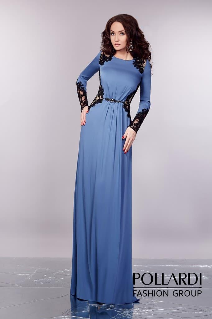 Закрытое вечернее платье сиреневого оттенка с длинными рукавами и кружевным декором.