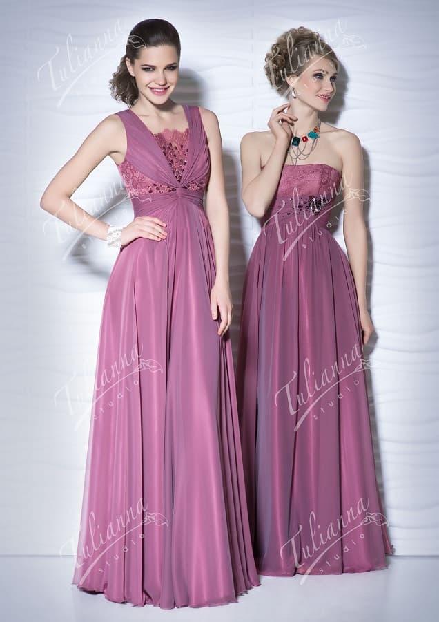 Лиловое вечернее платье прямого кроя с отделкой из стразов.