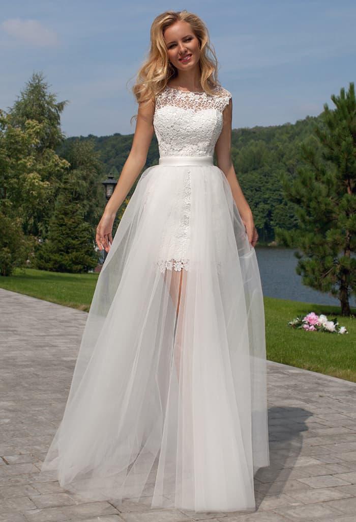 Необычное свадебное платье-трансформер с закрытым кружевным верхом и полупрозрачной юбкой.