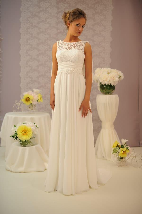 Прямое свадебное платье с ампирном стиле, с широким поясом и круглым вырезом.