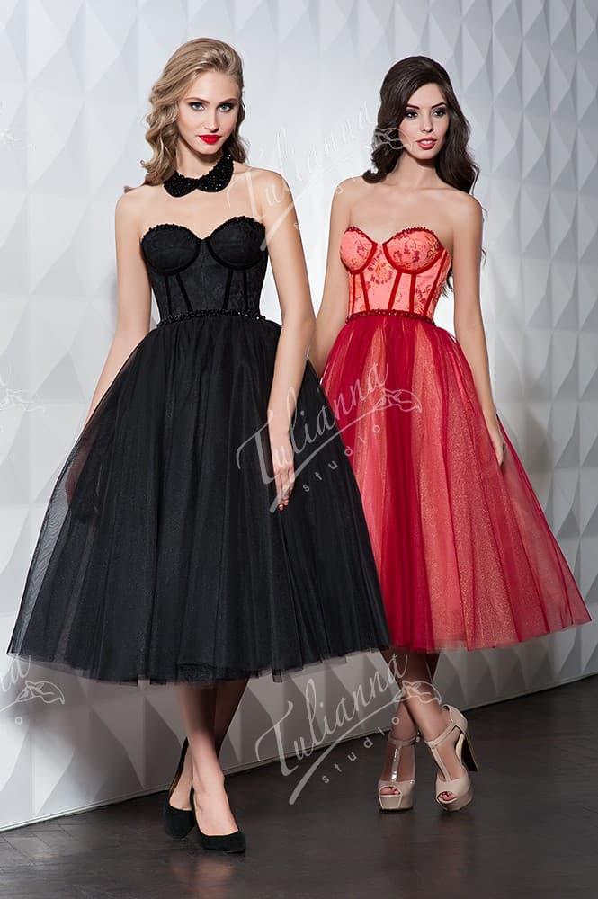 Пышное вечернее платье с соблазнительным открытом корсетом.