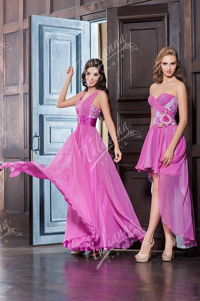 Нежное вечернее платье лилового цвета с отделкой из драпировок.