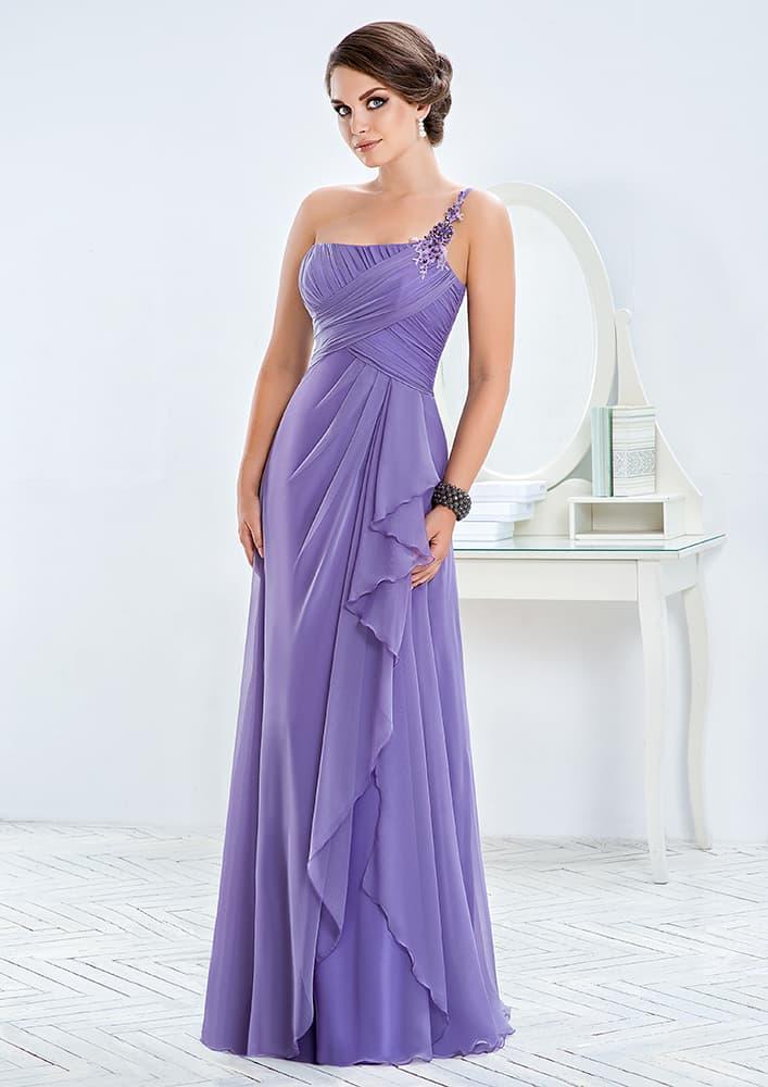 Прямое вечернее платье лавандового цвета с асимметричным лифом.