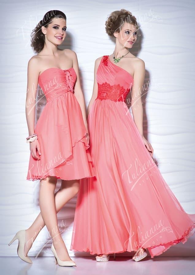 Изысканное вечернее платье из легкой ткани кораллового цвета.