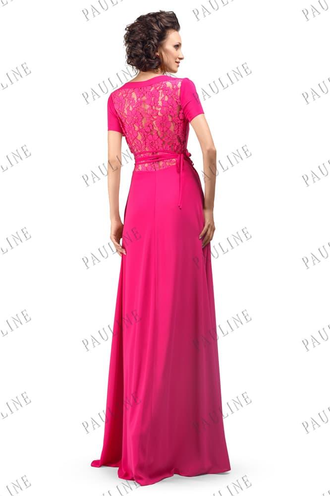 Розовое вечернее платье с кружевной вставкой на спинке и прямой юбкой.
