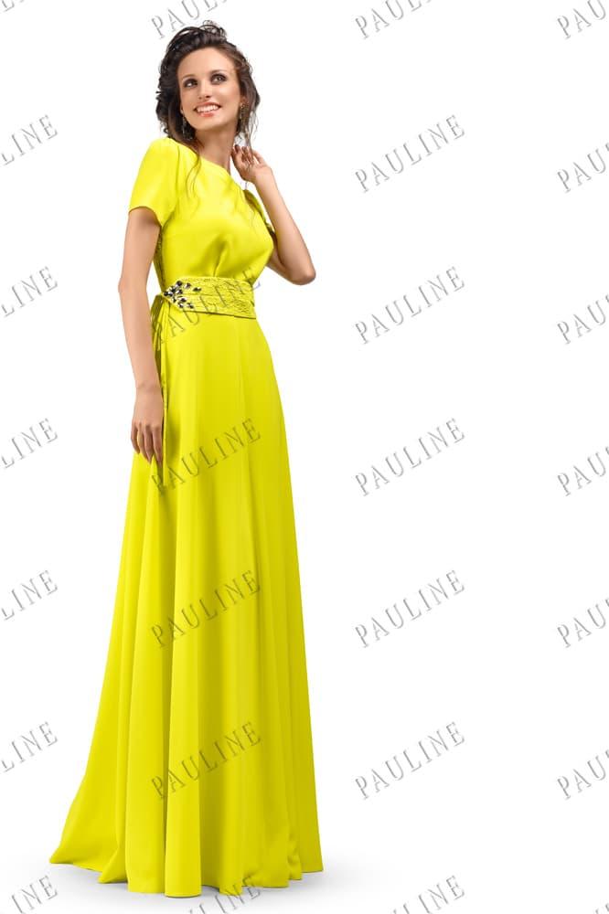 Закрытое вечернее платье яркого желтого цвета с широким поясом.