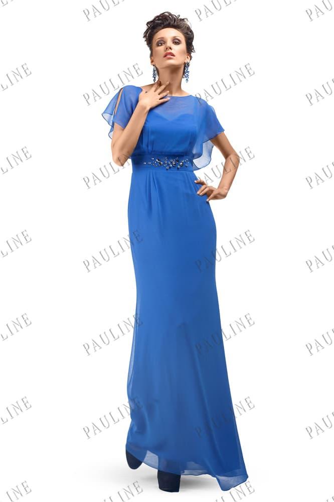 Синее вечернее платье с коротким полупрозрачным рукавом и прямой юбкой.
