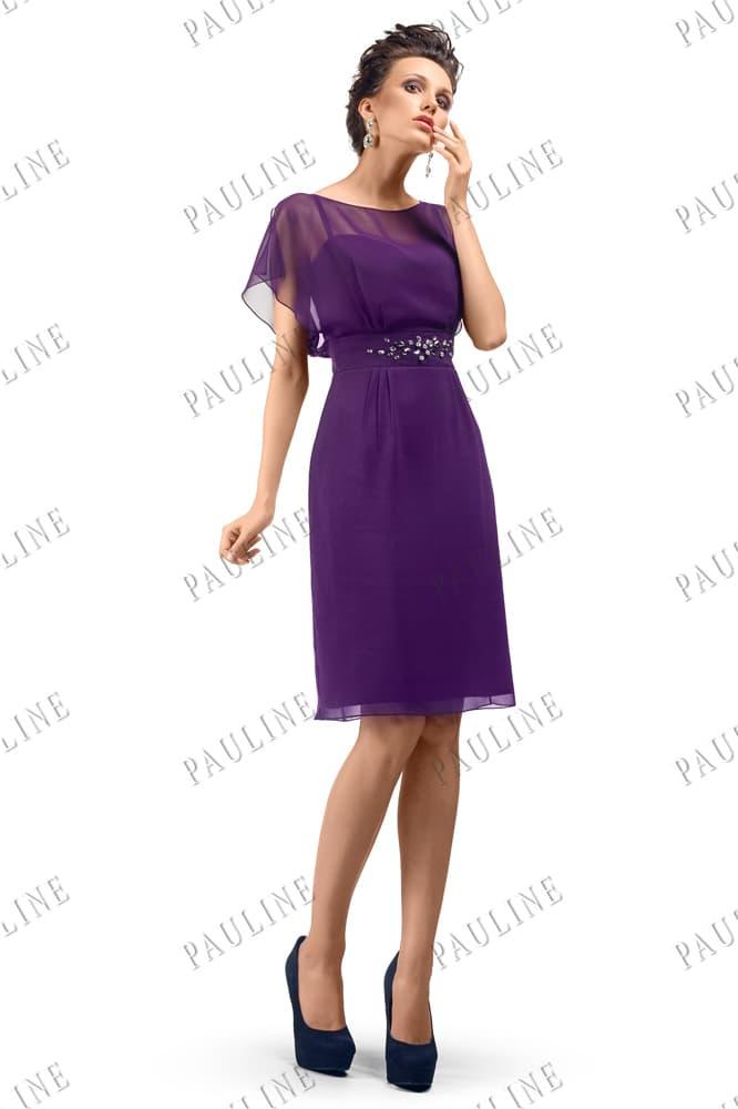 Фиолетовое вечернее платье с деликатным декором из стразов и прямой юбкой.