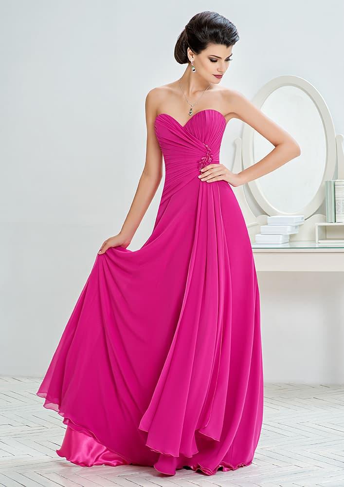 Прямое вечернее платье лилового цвета с лифом в форме сердца.