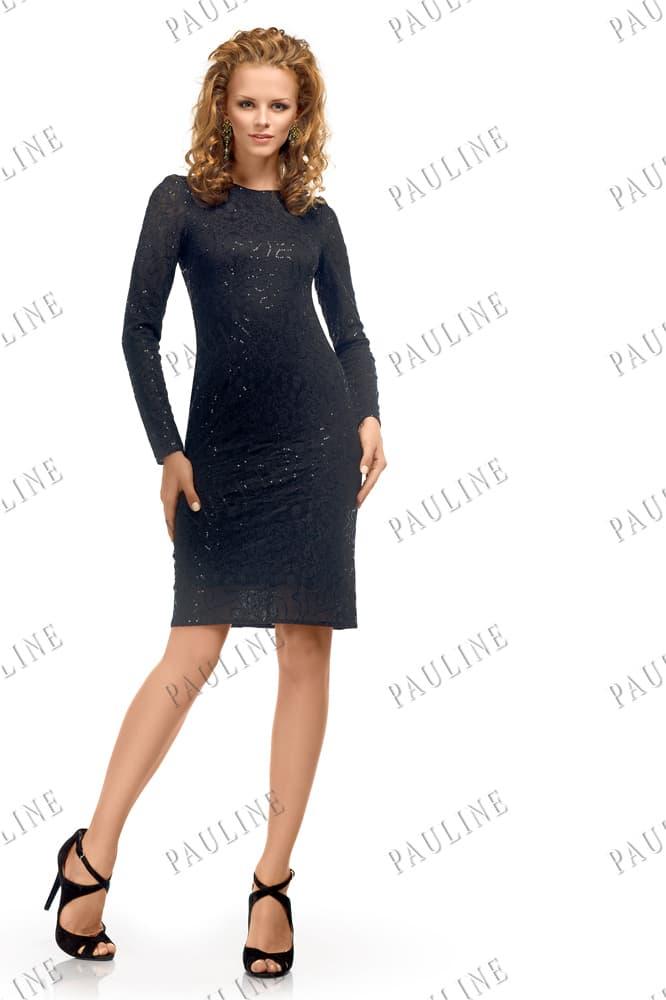 Закрытое вечернее платье с глянцевой фактурной и открытой спинкой.