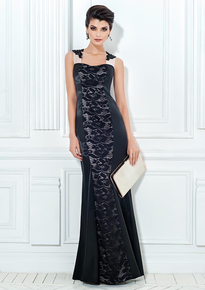 Черное вечернее платье облегающего кроя с кружевной отделкой.