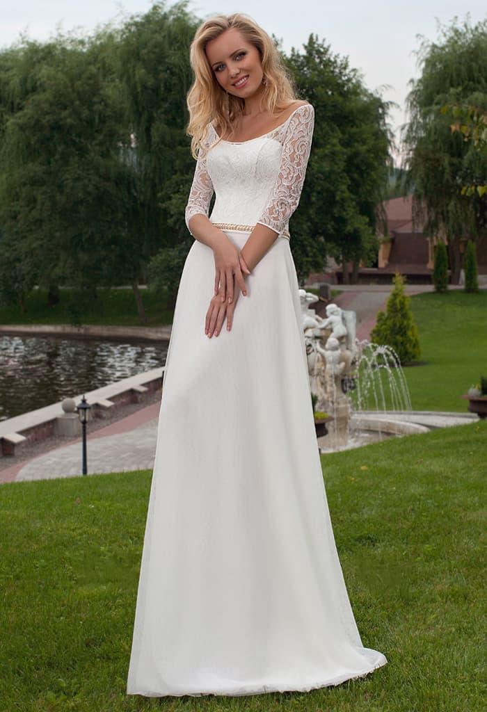 Элегантное свадебное платье «принцесса» с округлым декольте и длинным рукавом.