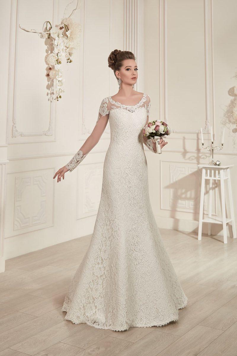 Свадебное платье с длинными полупрозрачными рукавами и облегающей юбкой кроя «русалка».