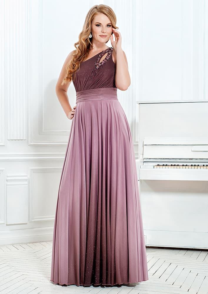 Вечернее платье с асимметричным лифом и драпировками по верху.