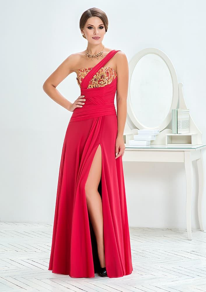 Стильное вечернее платье с разрезом на подоле и асимметричным верхом.