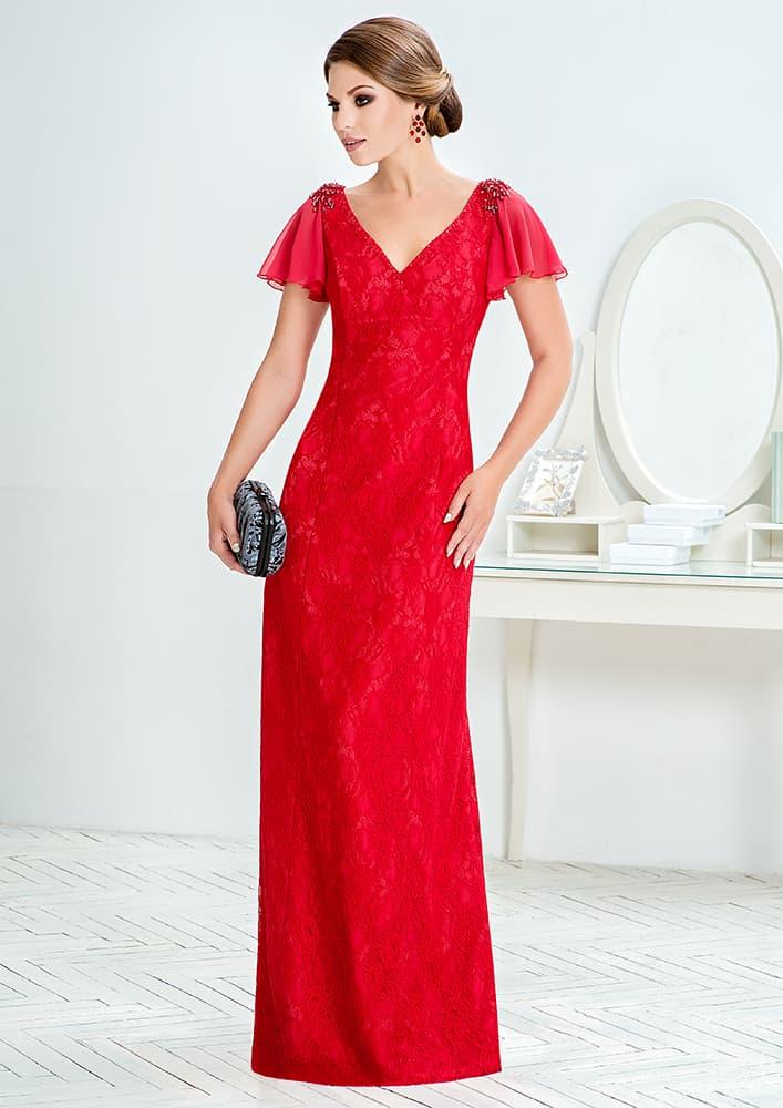Красное вечернее платье с короткими пышными рукавами.