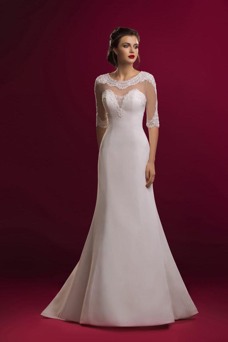 Изысканное свадебное платье «рыбка» с рукавами длиной в три четверти и округлым вырезом.