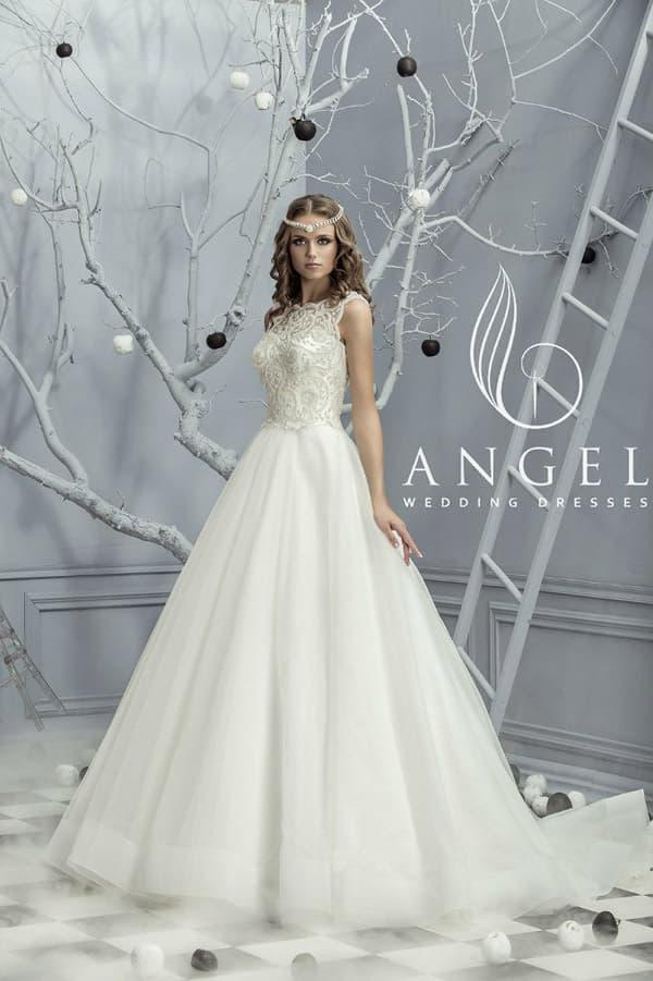 Роскошное свадебное платье с воздушным силуэтом и кружевом над корсетом.