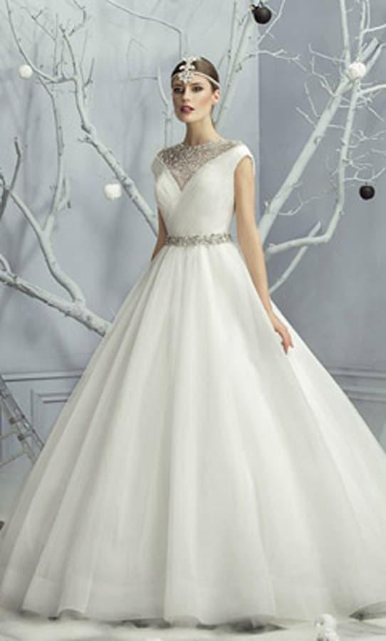 Свадебное платье с бисерной вышивкой корсета и пышным низом из тюльмарина.