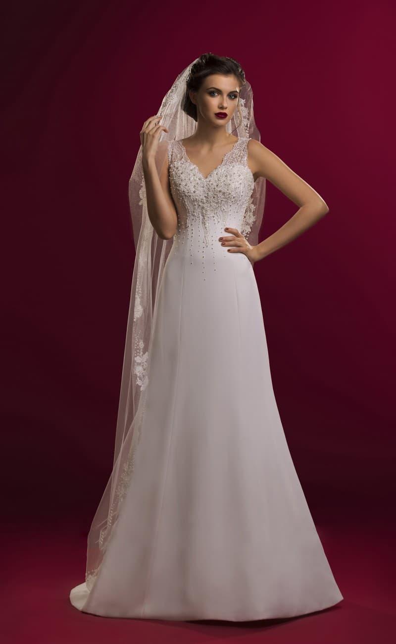 Женственное свадебное платье с лаконичной юбкой «трапеция» и бисерным лифом с узкими бретелями.