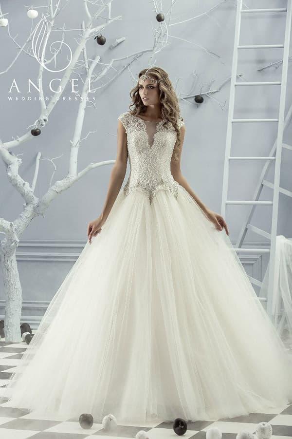 Пышное свадебное платье с оригинальным корсетом, декорированным слоем бисера.