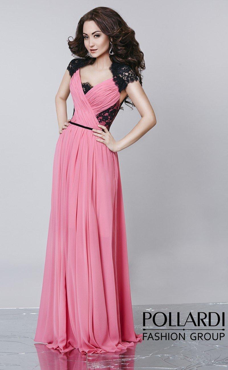 Изысканное розовое вечернее платье с драпировками по лифу и контрастным декором.