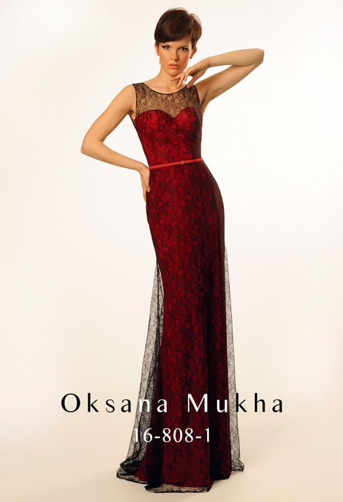 Красное вечернее платье с декором из черной кружевной ткани и узким поясом на талии.