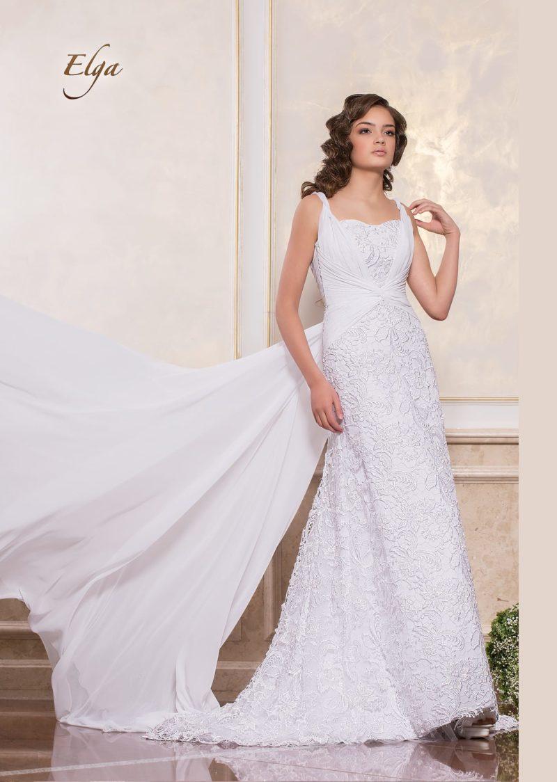 Прямое свадебное платье с элегантным лифом и длинным шлейфом.
