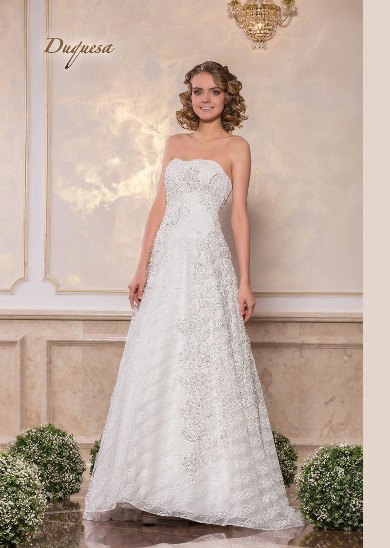 Изысканное свадебное платье с лифом-сердечком и фактурным декором.
