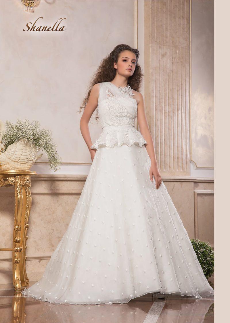 Фактурное свадебное платье «принцесса» с короткой пышной баской.