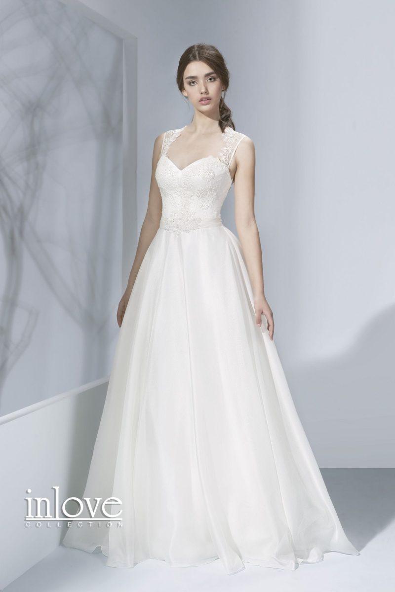 Элегантное свадебное платье «принцесса» с кружевными бретелями и вырезом на спинке.