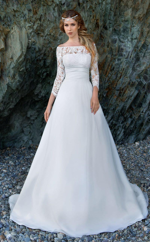 Свадебное платье «принцесса» с портретным декольте и изысканной лаконичной юбкой.