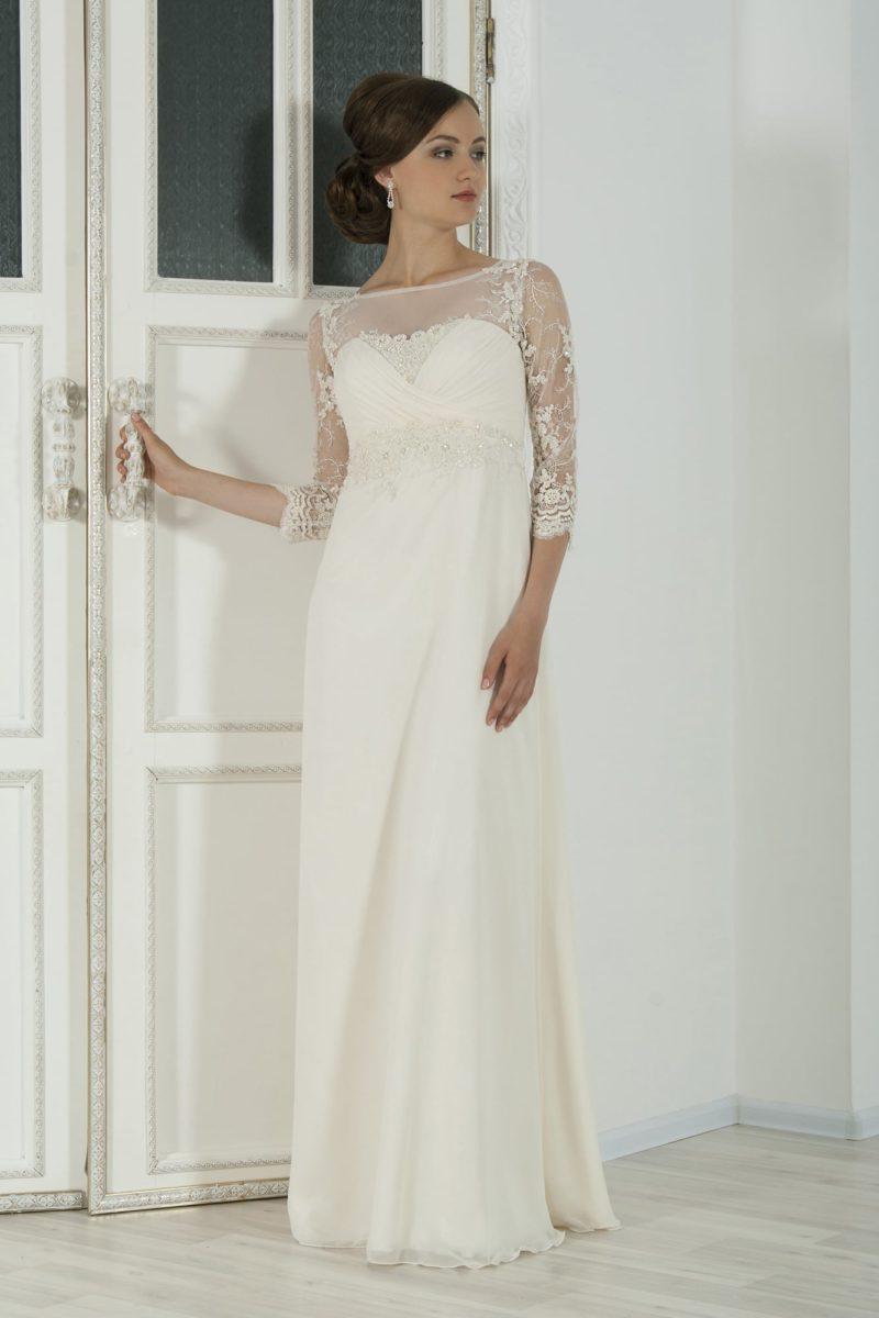 Изысканное свадебное платье с рукавами длиной три четверти и завышенной талией.