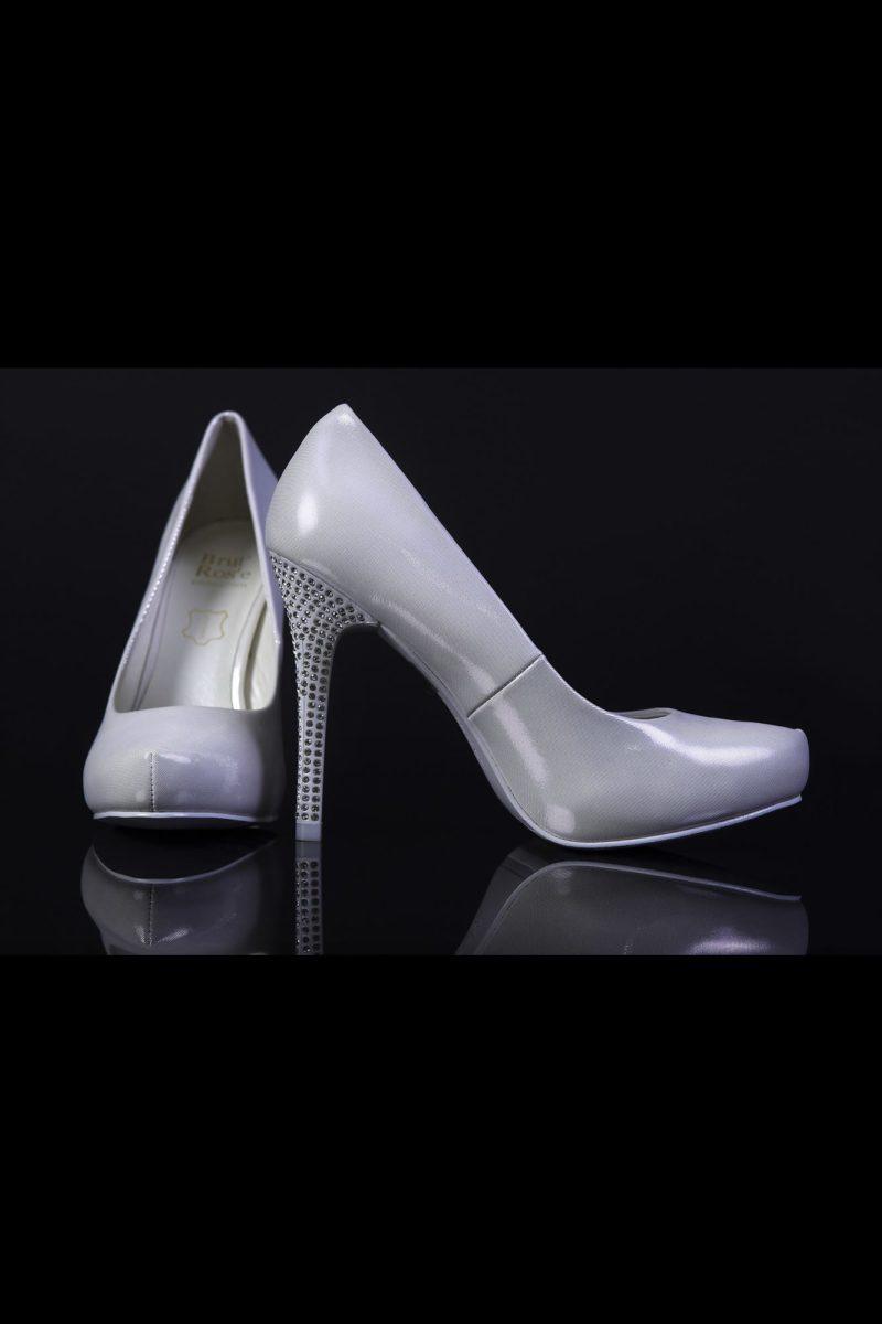 Туфли кожаные с глянцевой фактурой и блестящим каблуком