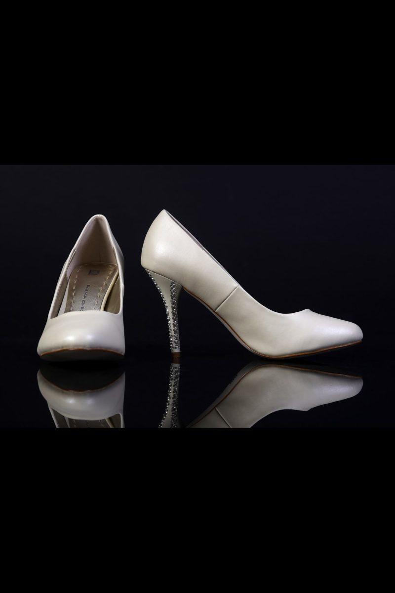 Туфли кожаные со стразом на каблуке