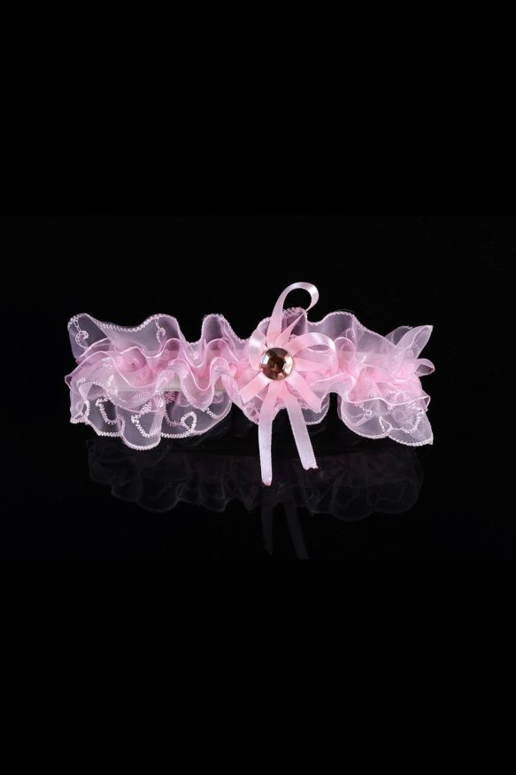 Трогательная полупрозрачная подвязка розового цвета с оборками.