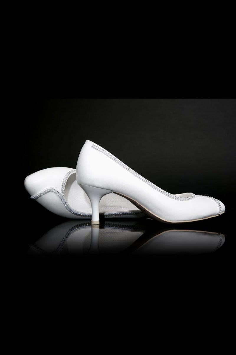 Туфли кожаные с серебристым бисерным декором