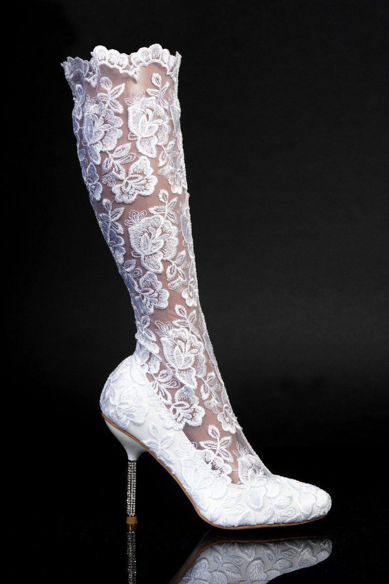 Кружевные свадебные сапоги с высокими сверкающими каблуками