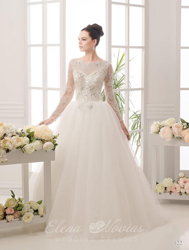 Великолепное свадебное платье А-кроя с длинными рукавами и фактурной вышивкой со стразами.