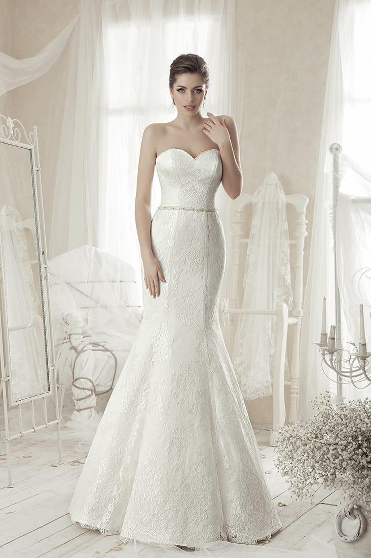 Свадебное платье «рыбка», которое можно дополнить кружевным верхом с пышной баской.