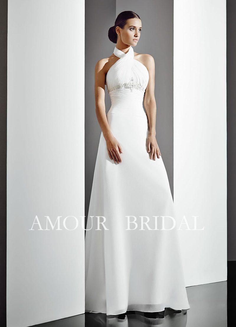 Прямое свадебное платье с оригинальными бретелями над лифом и открытой спинкой.