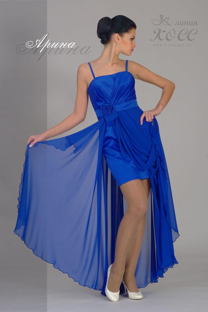 Прямое вечернее платье с полупрозрачной верхней юбкой.